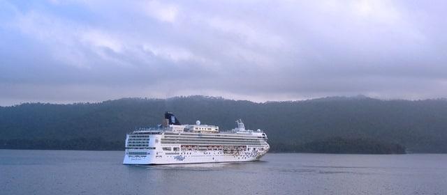 Norwegian cancels cruises