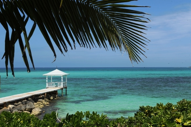 Bahamas closes entry for Americans
