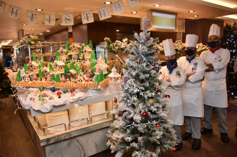 Christmas in August on NCL Encore